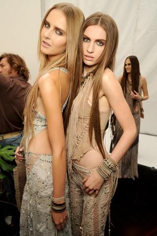 Les cheveux très longs, tendance coiffure du printemps 2011