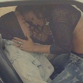 """Découvrez le nouveau clip de Rihanna """"We found love"""""""