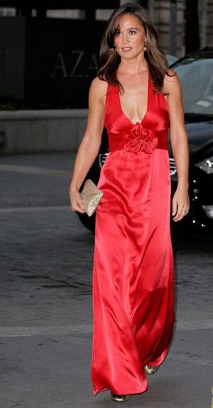 Pippa Middleton ultra glamour en robe de soirée rouge