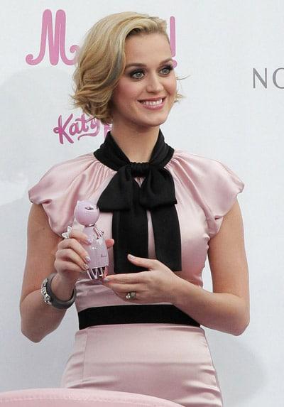 Katy Perry présente son nouveau parfum Meow