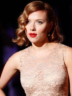 Le look glamour rétro de Scarlett Johansson