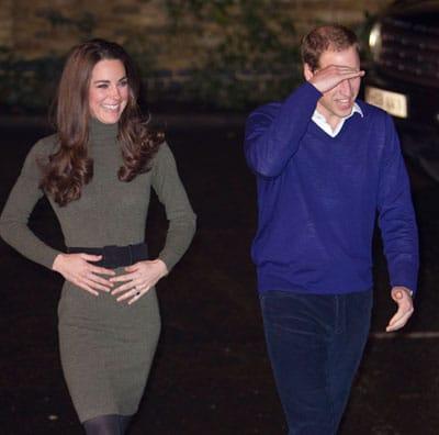 Kate Middleton enceinte, elle pose les mains sur son ventre