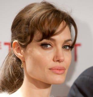 L'Wren Scott serait la créatrice de la robe de mariée d'Angelina Jolie