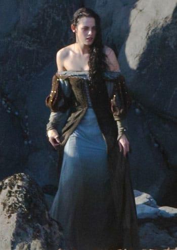 Kristen Stewart sur le tournage de Blanche Neige