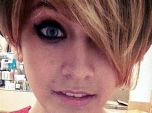 Paris Jackson copie la coupe de cheveux de Miley Cyrus