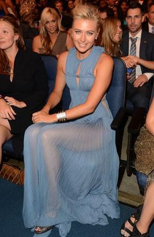 Maria Sharapova : Une robe bleue transparente osée qui dévoile ses magnifiques jambes