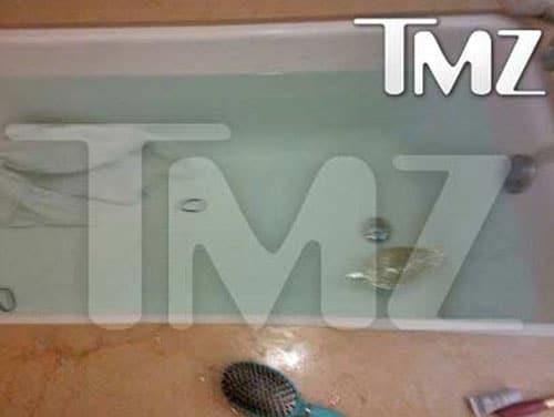 La photo de la salle de bain o est d c d e whitney for Ou est la salle de bain