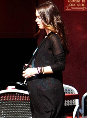 Megan Fox dévoile son ventre de femme enceinte ?