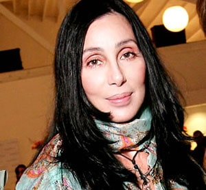 Cher annoncée morte sur Twitter, Kim Kardashian révoltée contre ce hoax