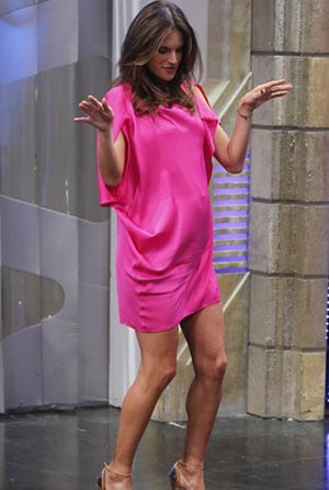 Alessandra Ambrosio enceinte et superbe en rose fluo !