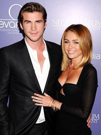Miley Cyrus sort le décolleté pour les Australians Film Awards