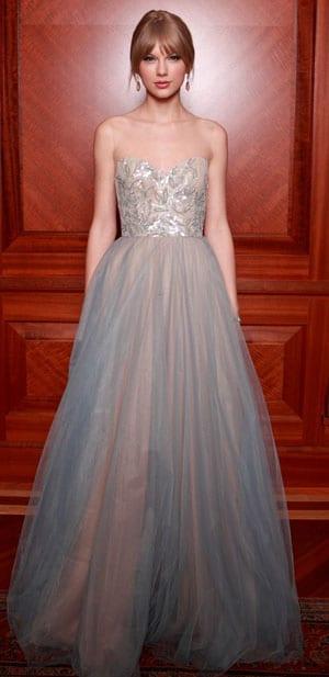 Taylor Swift en princesse glamour au bal Nashville Symphony