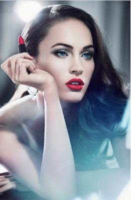 La technique du maquilleur Armani pour des lèvres rouges parfaites