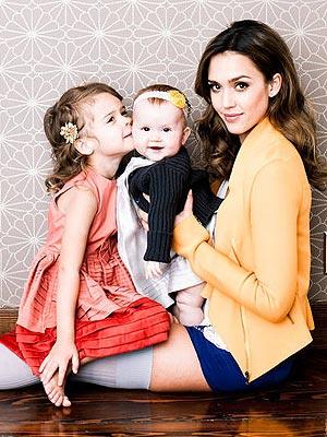 Jessica Alba : Pose glamour avec ses deux filles