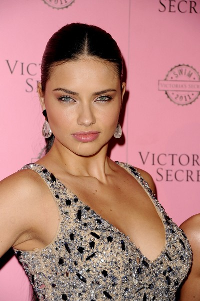 Le secret des regards glamour des tops Victoria's Secret