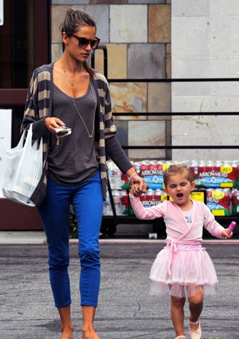 Le street style d'Alessandra Ambrosio et sa fille Anja