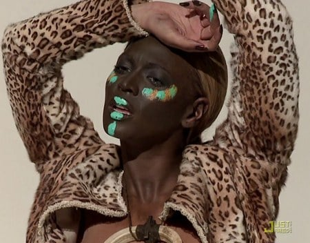 Beyoncé en reine d'Afrique pour L'Officiel
