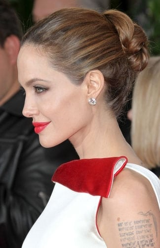 Le chignon d'Angelina Jolie aux Golden Globes Awards 2012