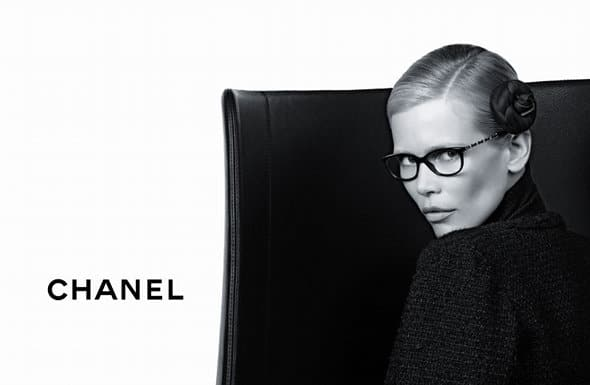 Claudia Schiffer Chanel lunettes automne 2011