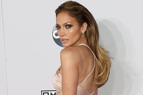 La coiffure glamour de Jennifer Lopez