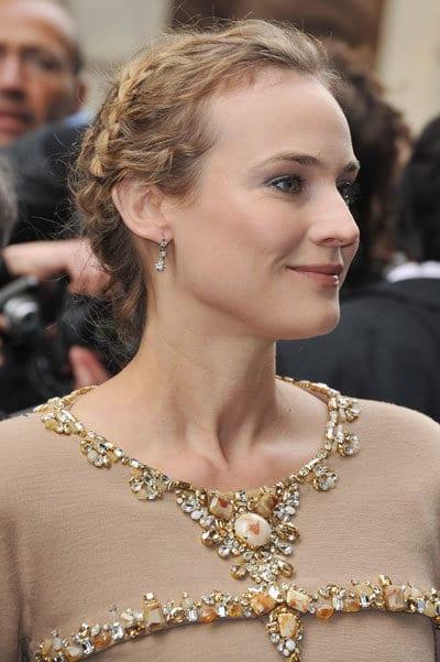 Le chignon tressé de Diane Kruger au défilé Chanel
