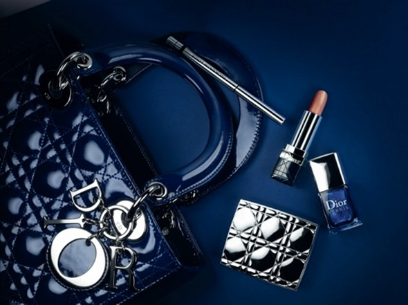 http://www.exceptionn-elle.fr/wp-content/upLoads/Dior-Blue-tie-automne-2011-3.jpg
