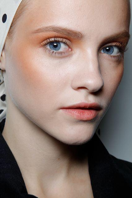 Ginta Lapina maquillage orange