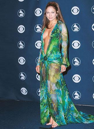 Jennifer Lopez Laisse Apparaitre Un Sein Lors D Une