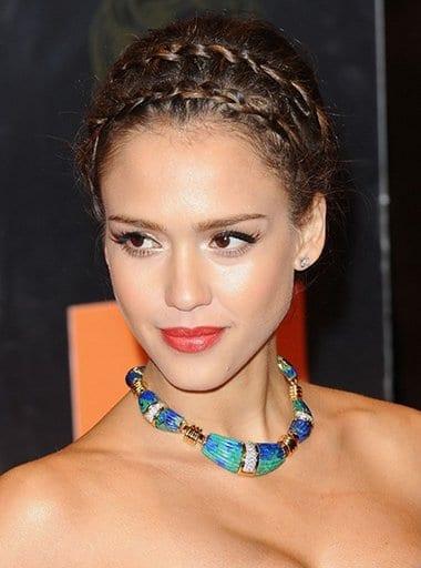 La coiffure tressée de Jessica Alba pour les BAFTA 2011