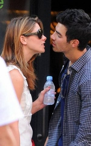 Joe Jonas et Ashley green