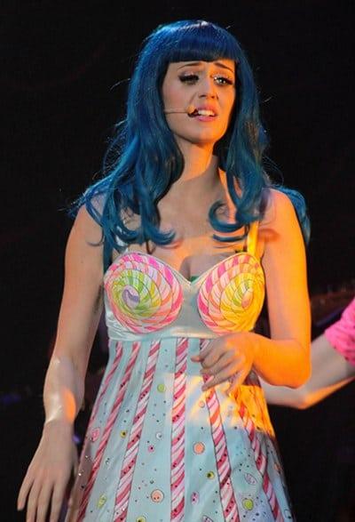 Katy-Perry cheveux bleus
