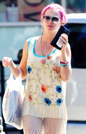 Katy-Perry-sans-maquillage-cheveux-roses