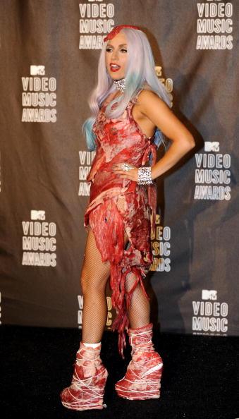 """La robe viande de Lady Gaga élue """"Meilleure nouveauté mode"""""""