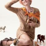 Lara Stone méconnaissable avec les cheveux roses pour V Magazine