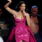 Leona Lewis et son look tout en paillettes