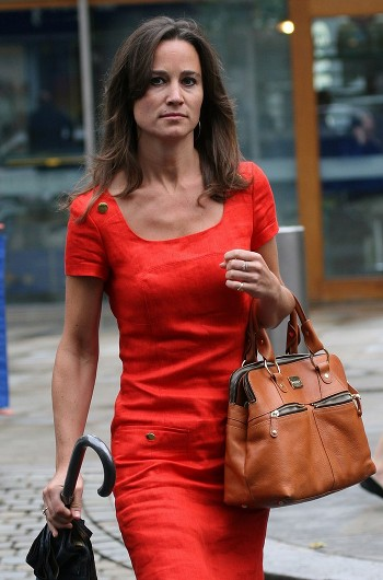 Pippa Middleton en robe rouge pour du shopping à Londres
