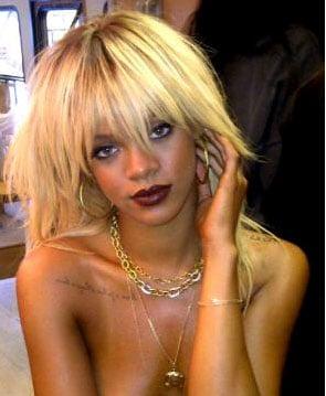 Rihanna blonde et topless pour le shooting de Elle