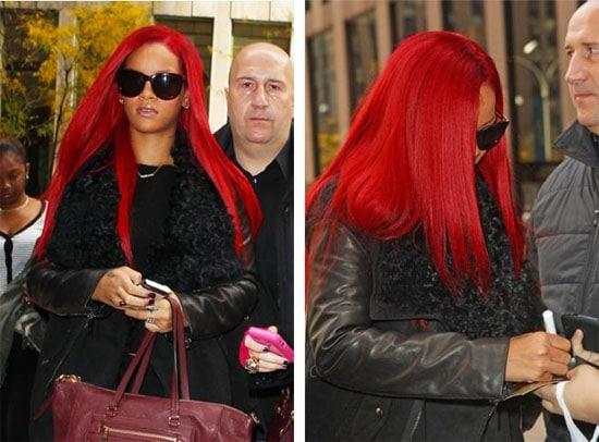 Rihanna cheveux rouges longs