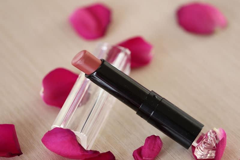 Rouge a levres la petite robe noire guerlain 011 beige lingerie 5