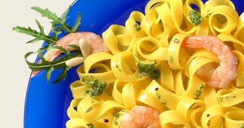 Tagliatelle au Pesto de roquette et crevettes