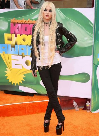 Taylor Momsen aux Kids' Choice Awards 2011