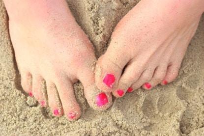 Vernis fushia ongles de pieds