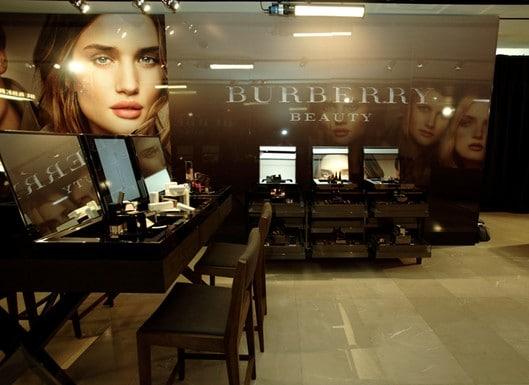 Burberry lance sa ligne de maquillage