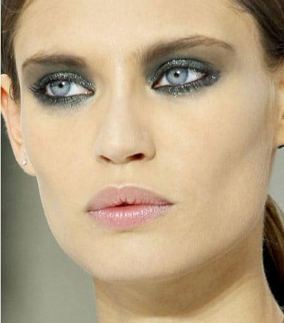 chanel-spring-2011-makeup-applied-paris-fashion-week