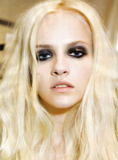 cheveux blonds smoky eyes