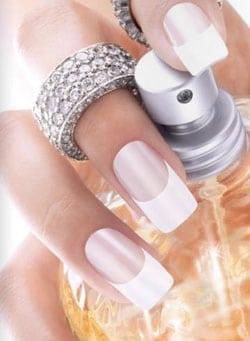 Comment bien coller ses faux ongles ?