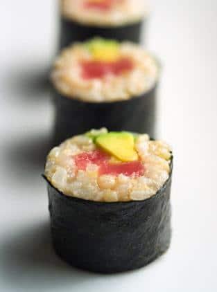 Recette des makis suhis japonais au saumon et à l'avocat