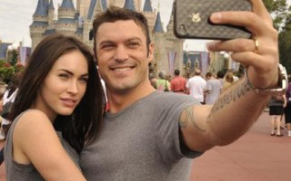 Brian Austin Green et Megan Fox se prennent en photo à Disney