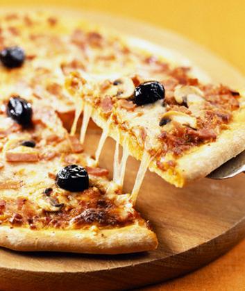recette de la pizza reine traditionnelle. Black Bedroom Furniture Sets. Home Design Ideas