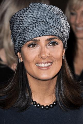 Salma Hayek succombe à la tendance du turban